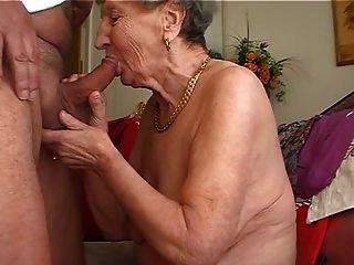 الجدة يحب أن يلعب الناي 2