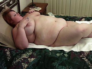 BBW لورا مع الثدي ضخمة