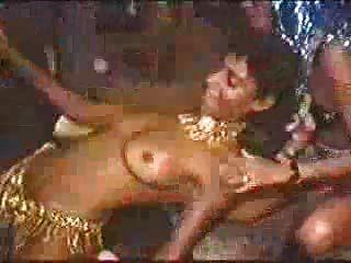 كرنفال في ريو فاتنة عاريات الرقص