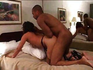 زوجة مارس الجنس في أحد الفنادق