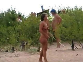 اللعب شاطئ عراة