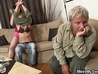 فرنك بلجيكي لها الخطوات للخروج من الغرفة وانها الملاعين والديه