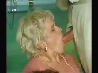 الجدة وصبي الجنس