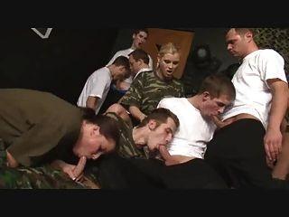 الجيش كم تدريب bisex