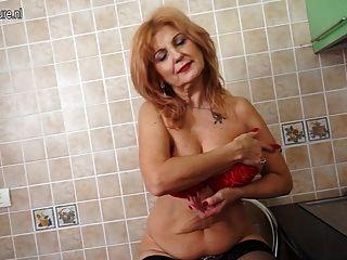 السوبر معارض الجدة الساخنة الجسم الساخن ويستمني