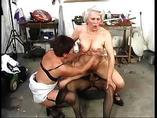 اثنين grannys القديم شعر وقتا ممتعا مع الديك