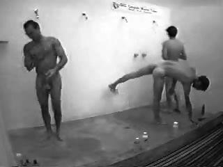 الرجال في الحمام العام مع من الصعب على