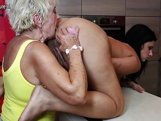 مجموعة الجنس الكبار والصغار مع 2 الجدات