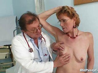 أنيق سيدة تبلغ من العمر ميلا يحتاج فحص gyno عيادة