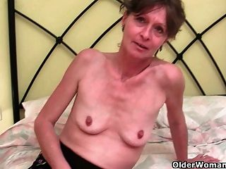 شعر الجدة VIKKI يحصل لها ثقب فروي اصابع الاتهام