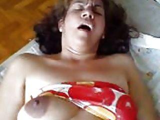 وقالت انها هي زوجة وقحة على السرير