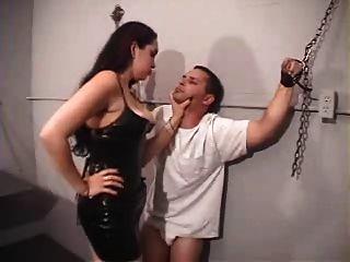 فيكتوريا عشيقة تجرد العبد