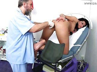 gyno داميان الامتحان من قبل طبيب نسائي