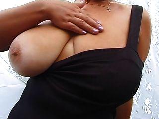 ضخمة الثدي شقراء يطرح جبهة مورو