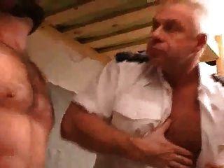 يمارس الجنس في السجن نيال