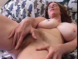 الجبهة مشعر مع الثدي منفردا كبير