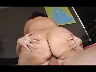 الكلبة الدهون مع الثدي المرنة تحصل مارس الجنس من الصعب