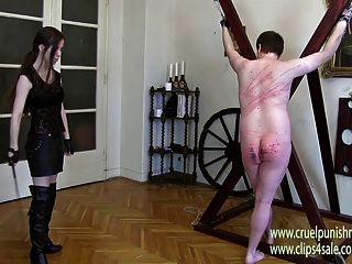 لا ترحم سيدة فيكتوريا الضرب والجلد وضرب بالعصا