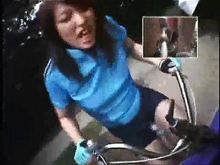 دراجة هزة الجماع جولة في المدينة 2 4of5