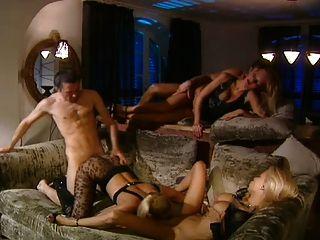 مجموعة الجنس مع 3 الشقراوات الساخنة