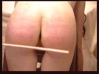 شقي ممرضة الضرب بالعصا