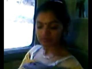 ذكية ناضجة الهندي عرض عمتي الثدي في السيارة