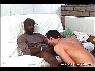مثلي الجنس الأبيض أخذ ثلاثة ديكس سوداء والحيوانات المنوية الساخن