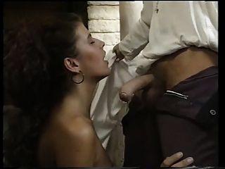 انجليكا بيلا مارس الجنس في القلعة