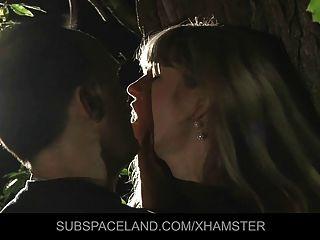 الشباب شقراء قيدوا ومارس الجنس في الغابة