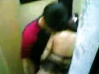 اللعنة خادمة الأندونيسية مع الرجل الباكستاني في المراحيض العامة هونغ كونغ