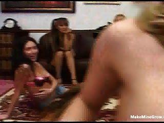 مجموعة من الفتيات مص لديك الحظ وتتقاسم نائب الرئيس 2