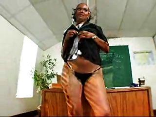 كبير الغنائم السوداء ms.mya المعلم