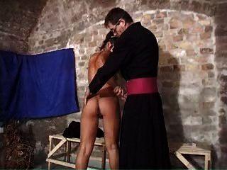 راهبة في العمل 3
