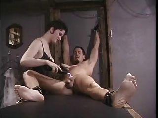 التعذيب الكهربائية للعبد