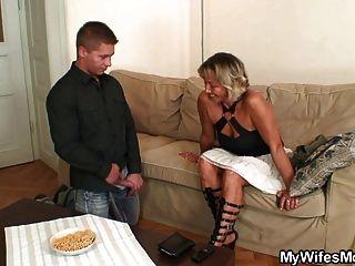 زوجة يجد له سخيف والدتها