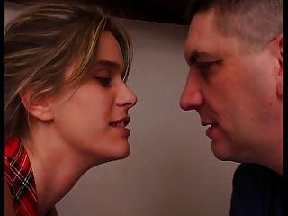 امرأة الفرنسية هو سخيف امام زوجها