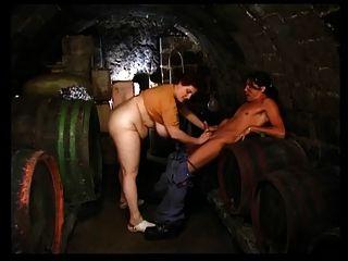 أولغا الشرق في قبو النبيذ