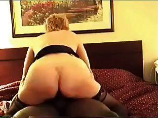 cuck زوجة ولها الثور الأسود