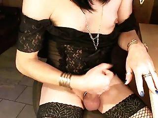 وقحة الديك مع الثدي الصغيرة الهزات قبالة في كوب