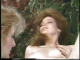 جاكلين larians مغوي ثم martubates فتاة الساخنة ولعق بوسها