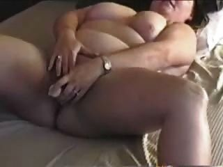 BBW أمي cums في بالأصابع ولعب لها