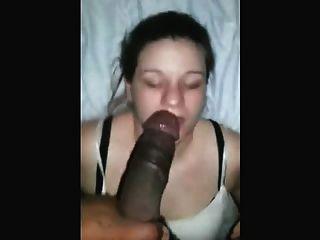 المهرة فتاة بيضاء deepthroats ديك أسود مع نمط