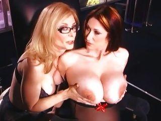 نينا هارتلي قضيب جلدي الجنس مع فاتنة