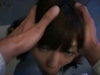لطيف الفتاة اليابانية بعد facefuck المدرسة وضخمة الوجه