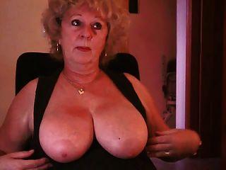 بلدي جميلة الثدي أكبر، بعد عدة سنوات