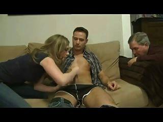 ابنة ممارسة الجنس مع صديقها أمام أبي