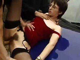 امرأة الفرنسية يحب تمتص وسخيف في الأماكن العامة