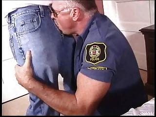 رجال شرطة مثلي الجنس بابا اللعنة على طرفة عين