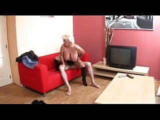 الشماعات كبيرة شقراء BBW الجدة مارس الجنس من الصعب