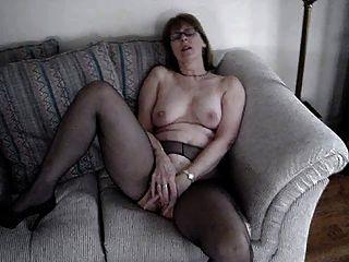 السيدة.أصابع commish نفسها على مقعد الحب